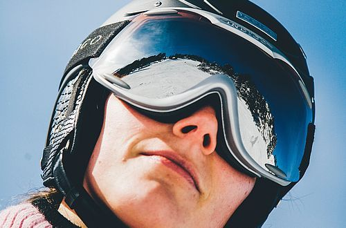 The ski helmet has made a sensational 180 turn: from the ridiculed exception to a standard accessory. Photo: Unsplash/Markus Spiske