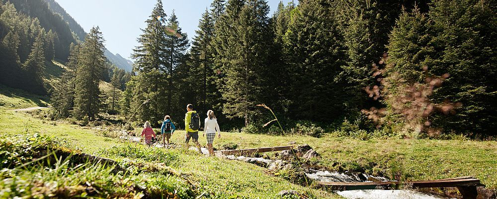 Recharge your batteries with a leisurely stroll along the Schwarzach.© Zillertal Tourismus GmbH, Bernd Ritschel