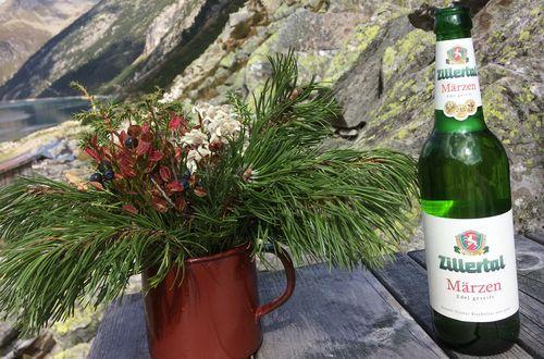 Alpine Tischdekoration im Zillertal