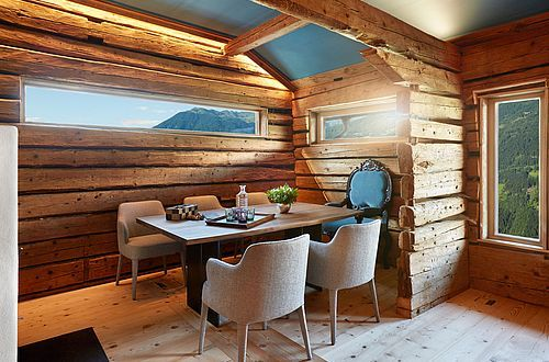 High above the every day – the space in the HochLeger Chalets invites you to reflect on essentially what's important